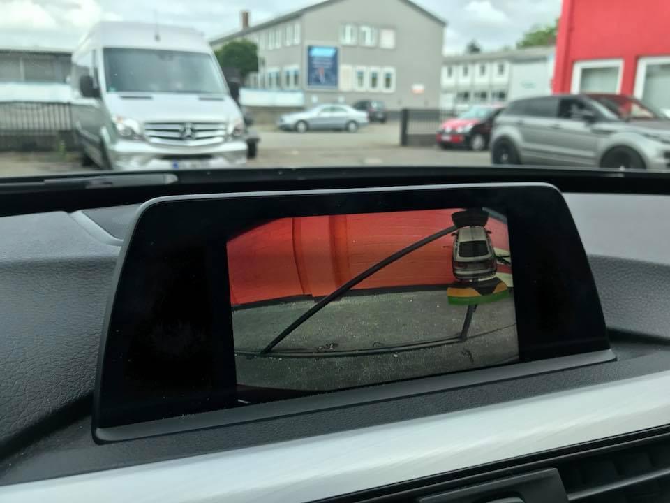 BMW-4er-Rueckfahrkamera-nachruesten-Navigation-Business