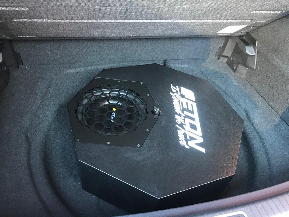 VW-Tiguan-Eton-RES10a-Subwoofer-nachruesten-3