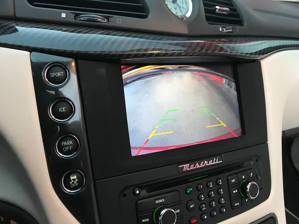 Maserati-Rueckfahrkamera-nachruesten-2